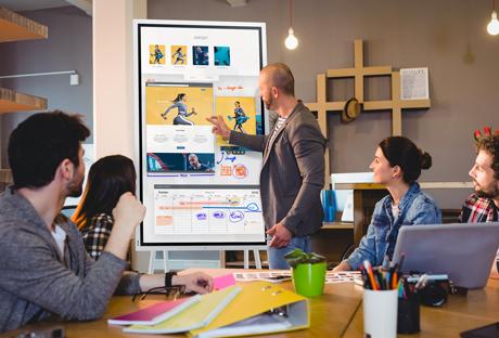 Ecrans-collaboratifs-outil-accompagnement-equipes-entreprise